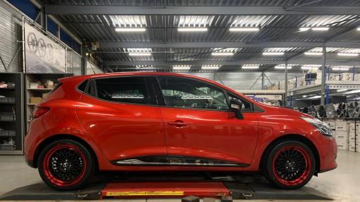 Renault Clio met 17 inch Borbet B Black-Red