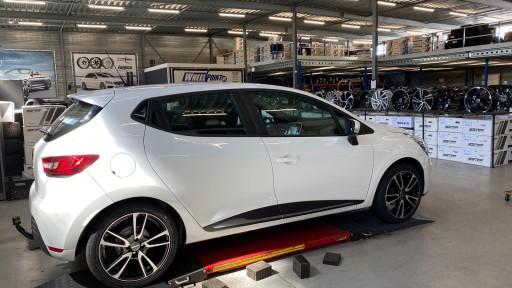 Renault Clio met 17 inch GMP Astral